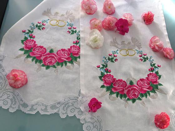 Quot wedding towel roses projects with machine embroidery