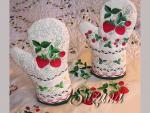 Strawberries Mittens